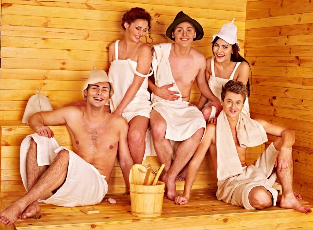 сперва возбуждали русская баня сбабами верзилы